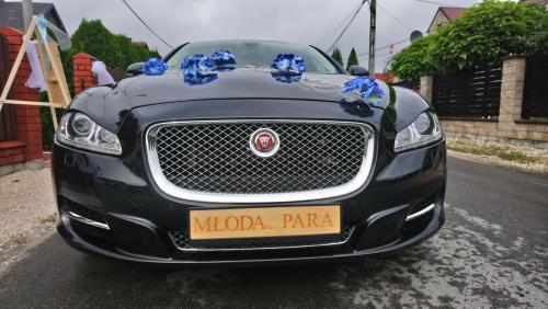 Jaguar XJ Kraków dekoracja niebieska i drewniane tablice